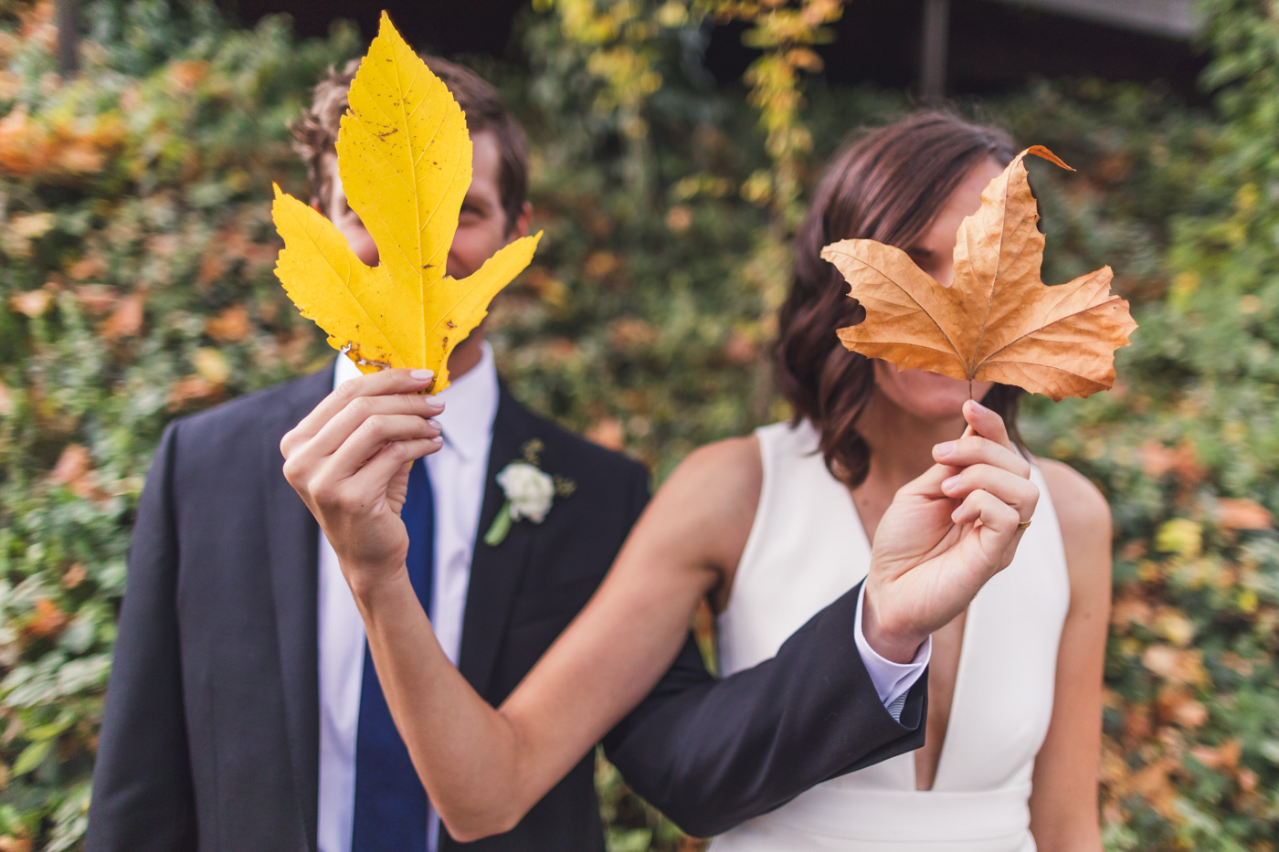 fun-silly-wedding-photo-leaves