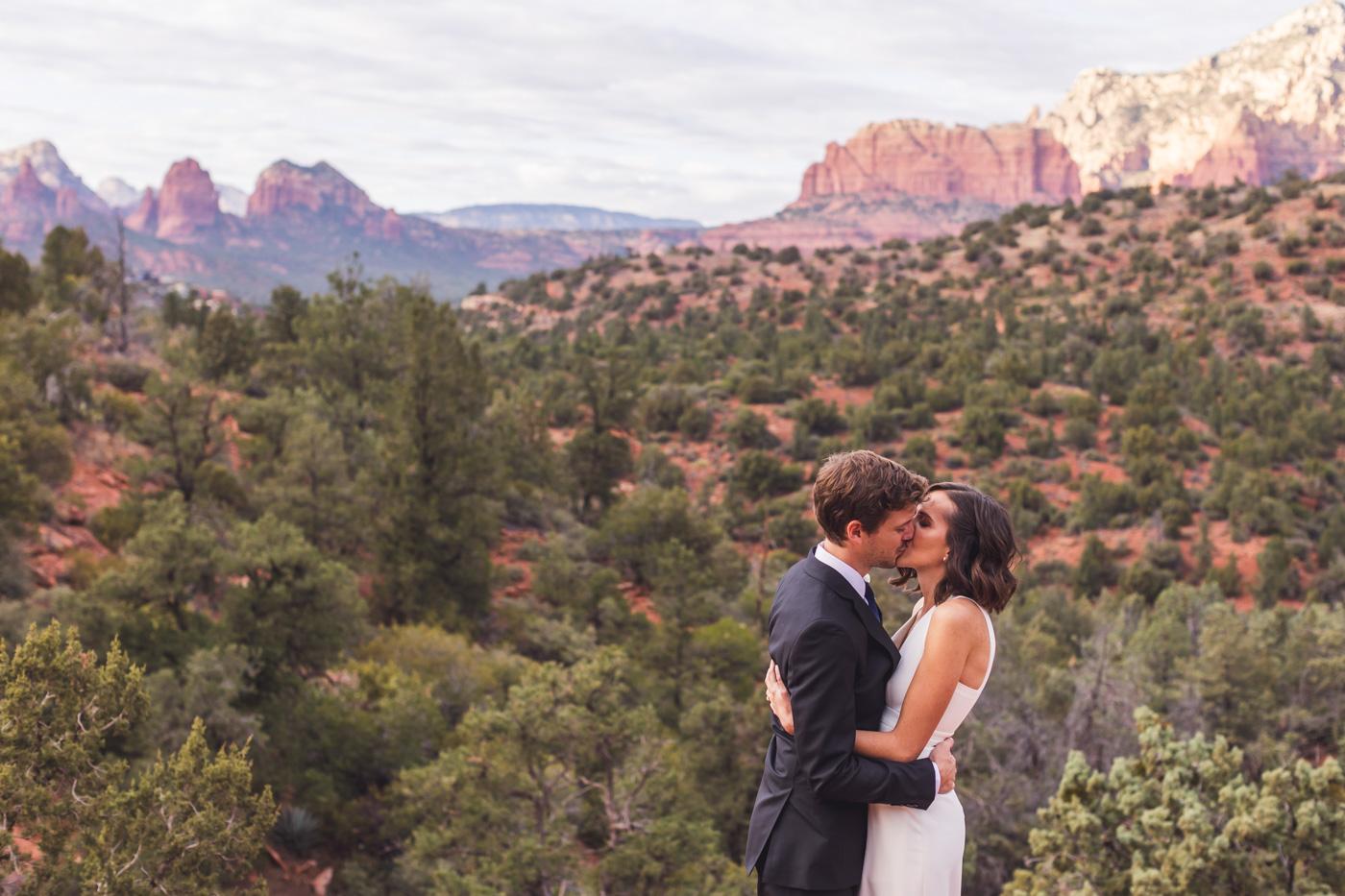 sedona-wedding-first-kiss