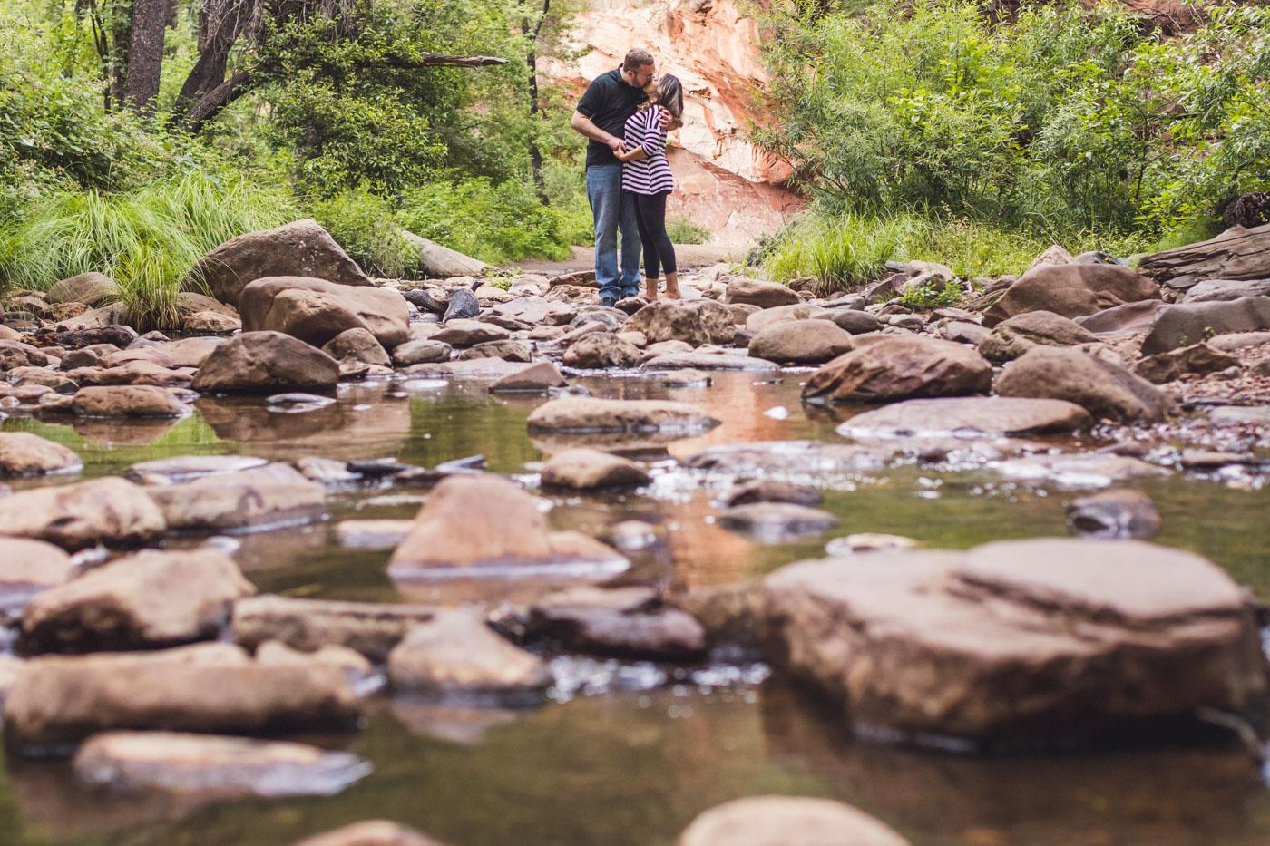 couple-kissing-in-oak-creek