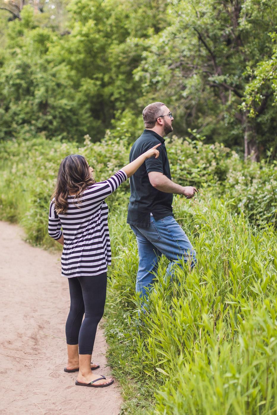 couple-apple-picking