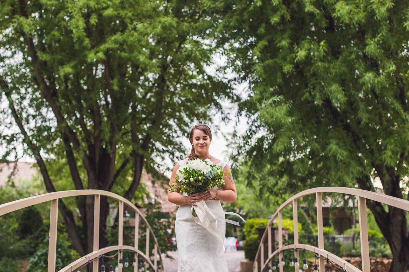 az-bride-walks-to-wedding-ceremony