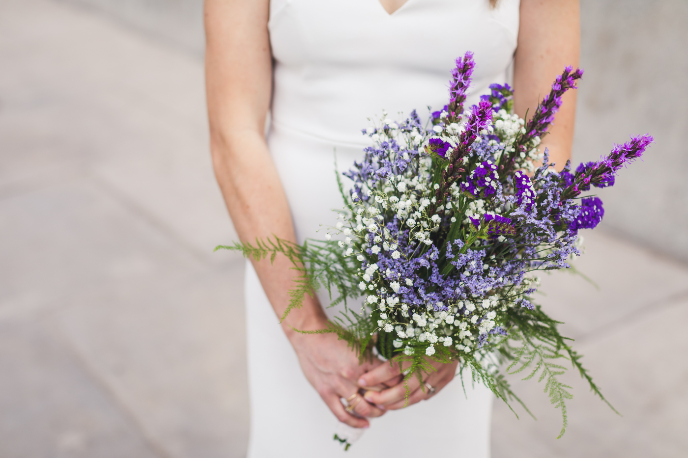 aaron-kes-photography-bride-and-bouquet