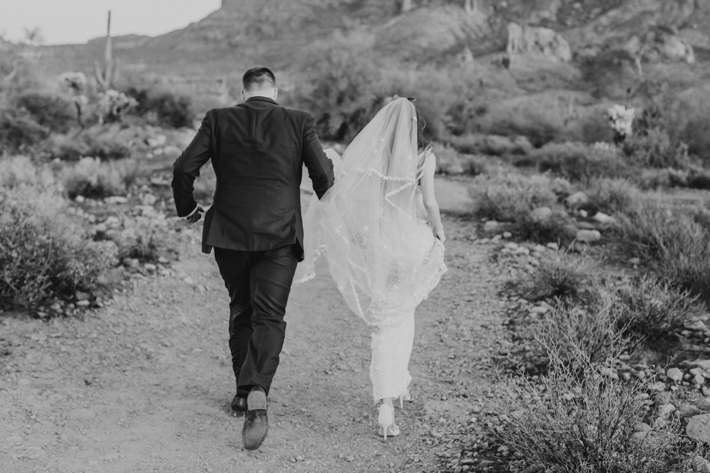 bride-and-groom-running-black-and-white