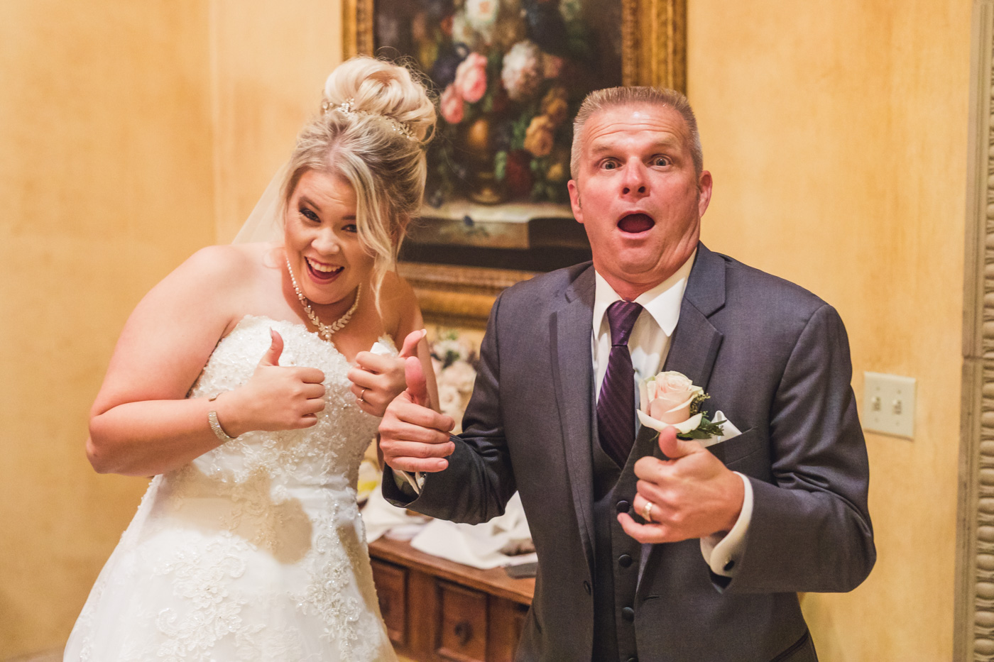 thumbs-up-from-bride-and-dad