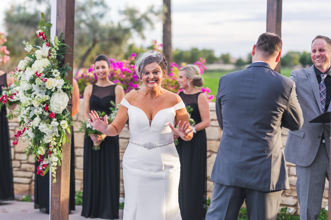 hilarious-bride-at-wedding-ceremony
