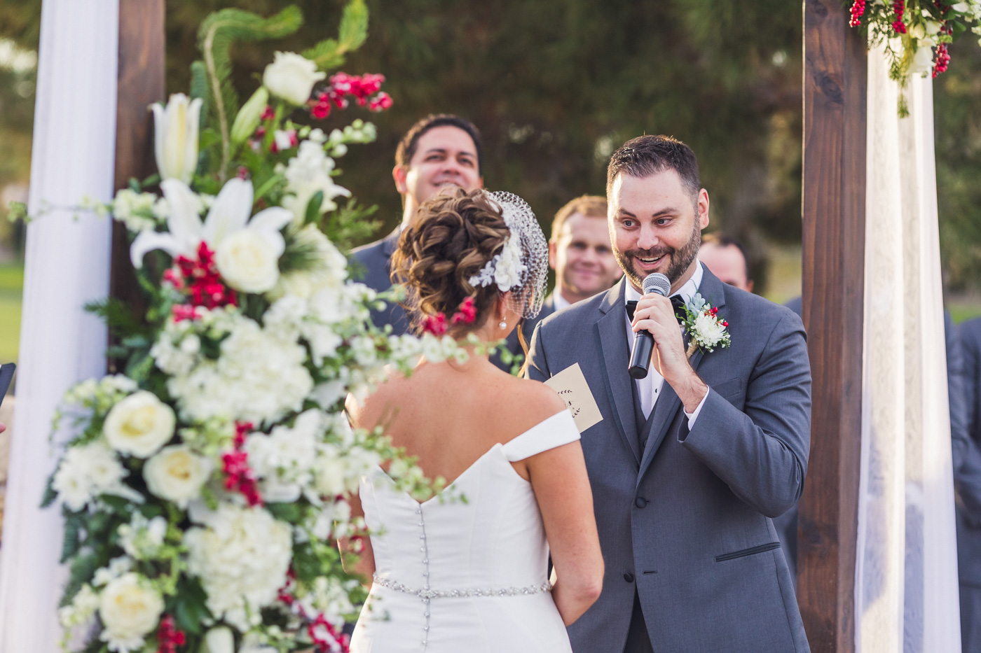 groom-gives-vows-at-wedding