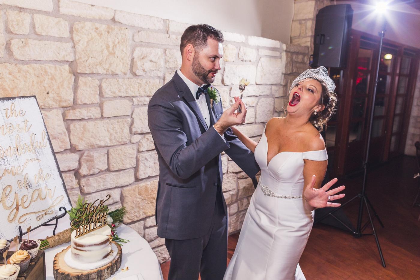 hilarious-cake-cutting-at-wedding