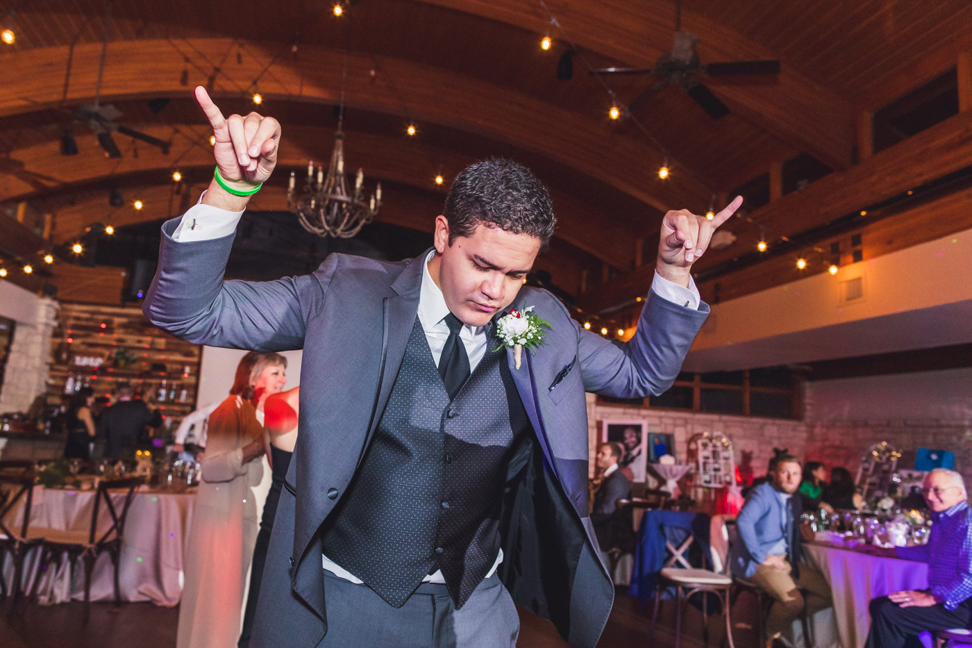 groomsman-dancing