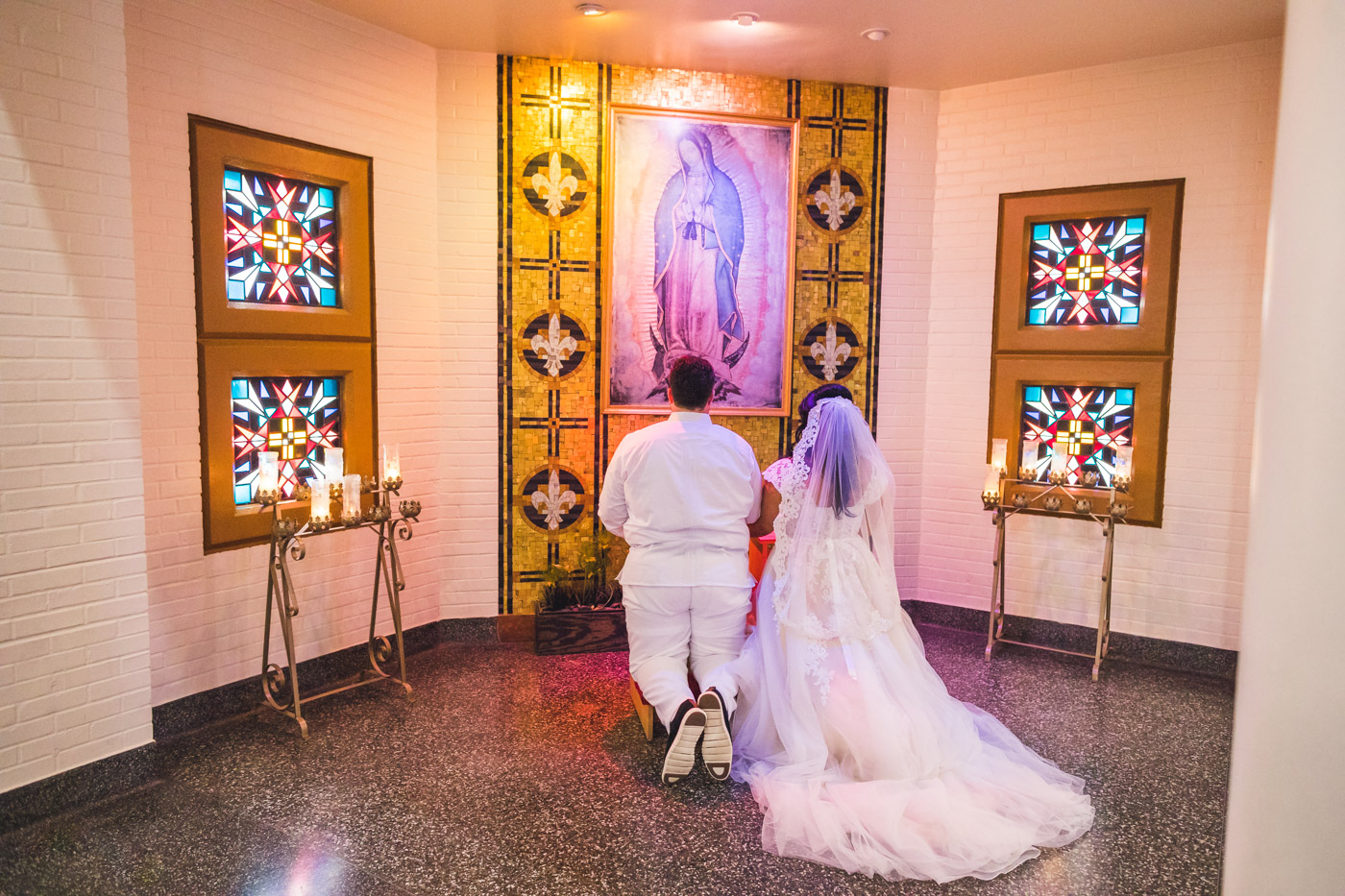bride-and-groom-praying-together
