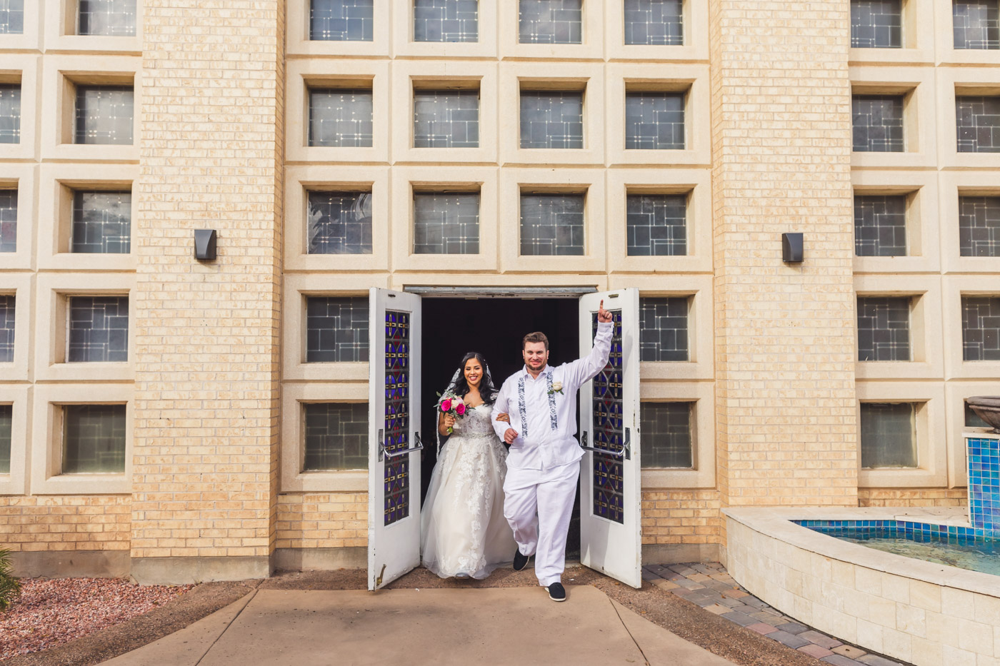aaron-kes-photography-intimate-phoenix-wedding-at-st-gregory