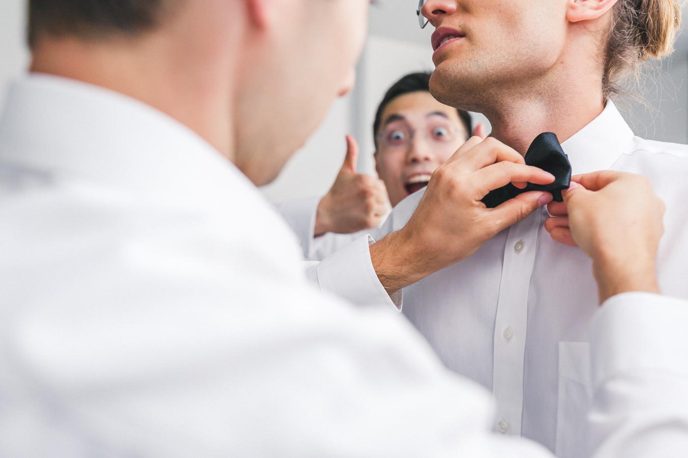 hilarious-groom-photo-bomb