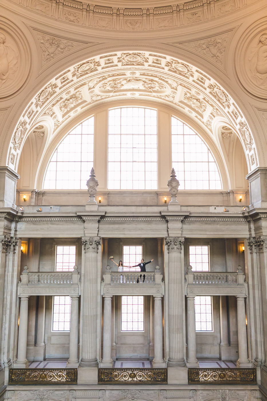 epic-wide-angle-sf-city-hall-wedding-portrait