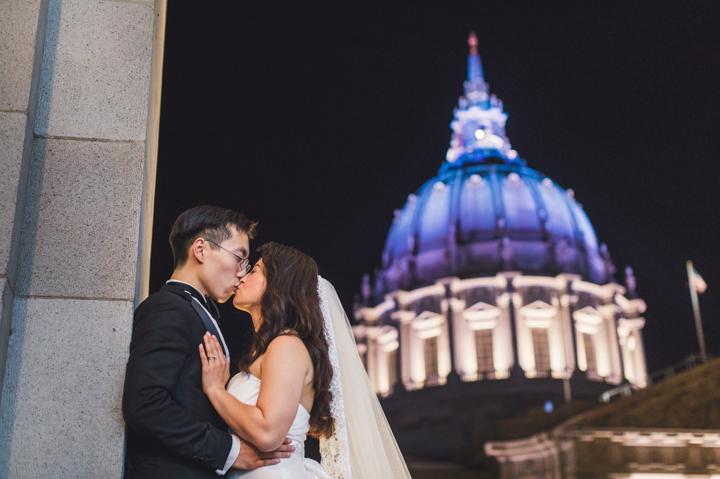 wedding-photo-with-san-francisco-city-hall-in-background