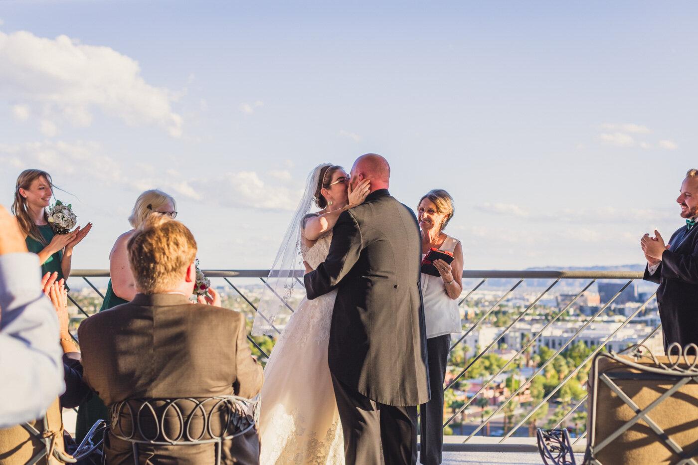phoenix-wedding-first-kiss