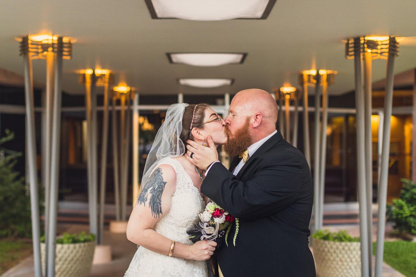 phoenix-wedding-bride-and-groom-kissing