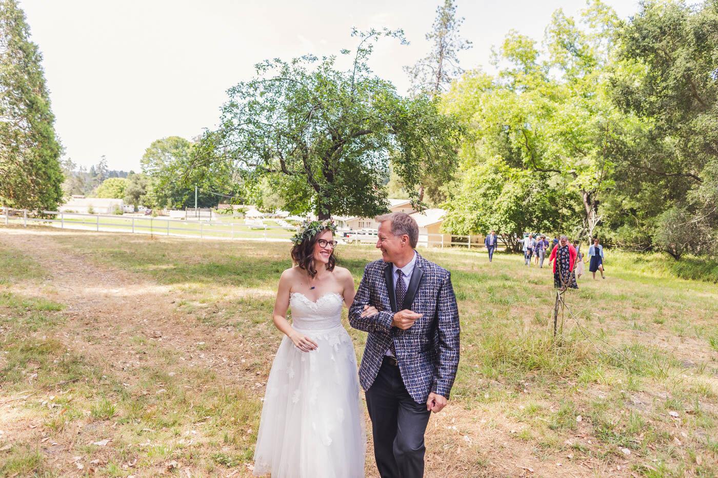 bride-and-dad-walking