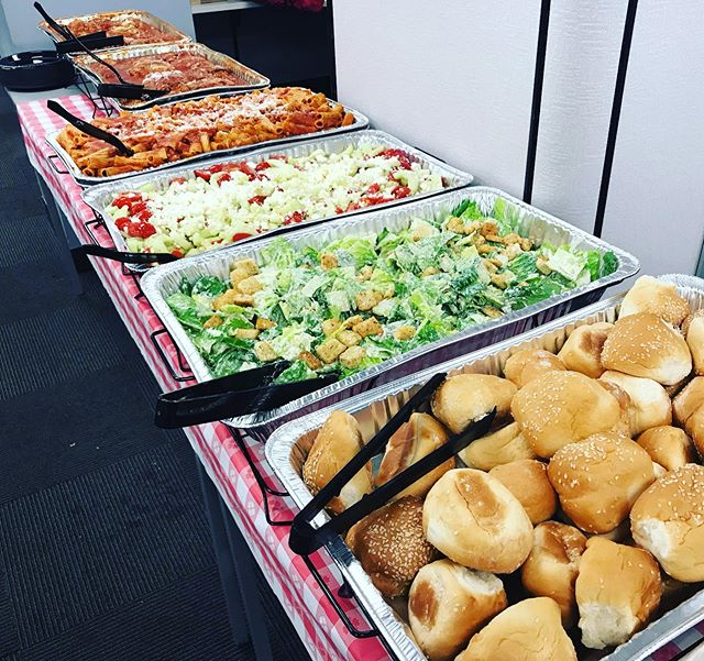 Italian style lunch with marinara braised chicken on the bone, pasta, Caesar salad, cucumber salad and freshly baked rolls & butter 🇮🇹