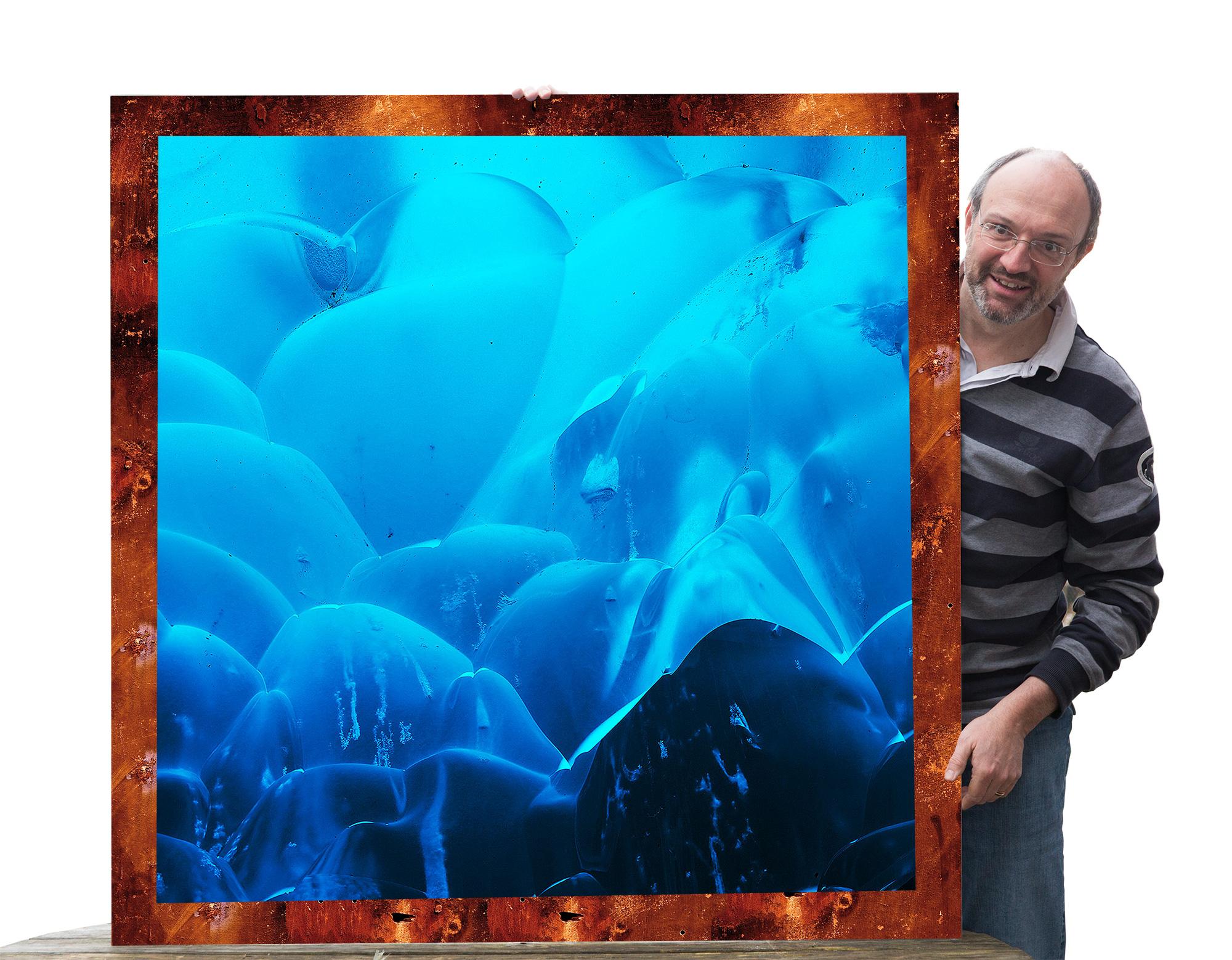 Diese Fotomontage visualisiert unsere Idee: Auf die in Island verwitterten Stahlplatten werden Fotos von Island montiert.