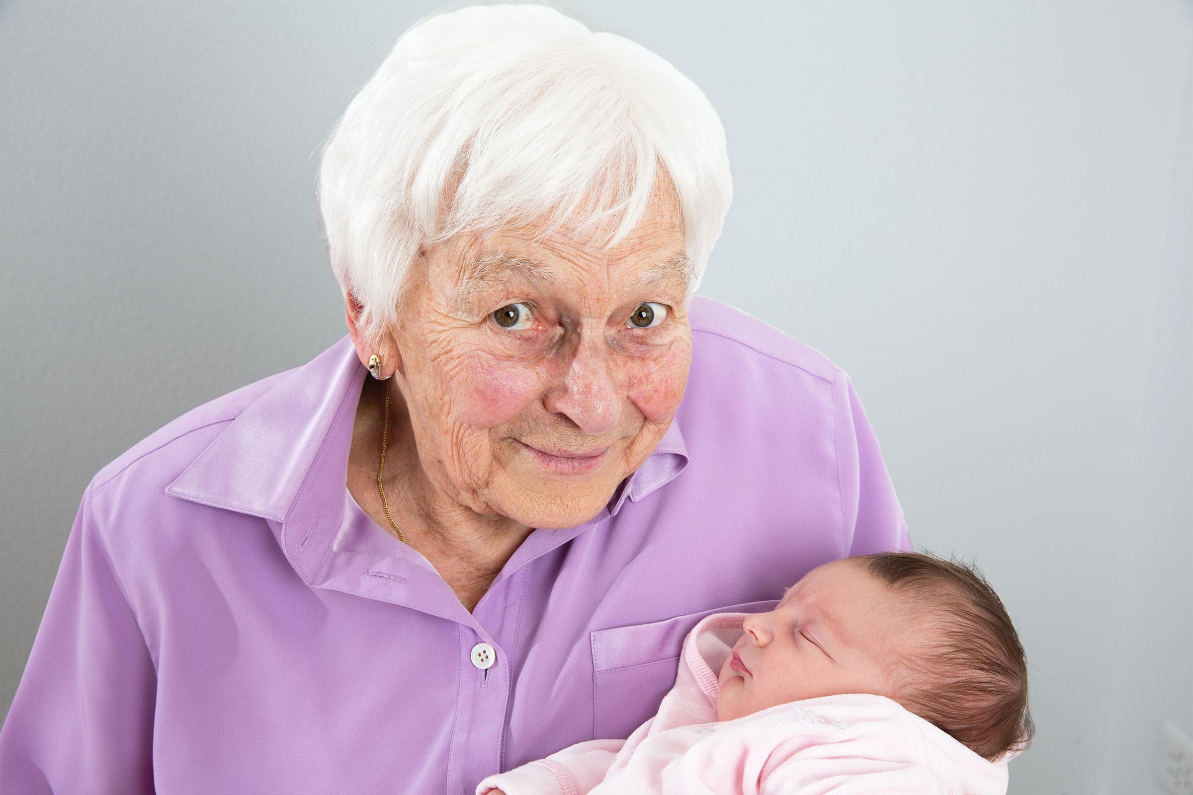Sehr bewegend war, dass auch Samuels Grossmutter beim Fotoshooting dabei war – Frau Bregenzer mit ihrem Urenkel – was für ein schönes Bild.
