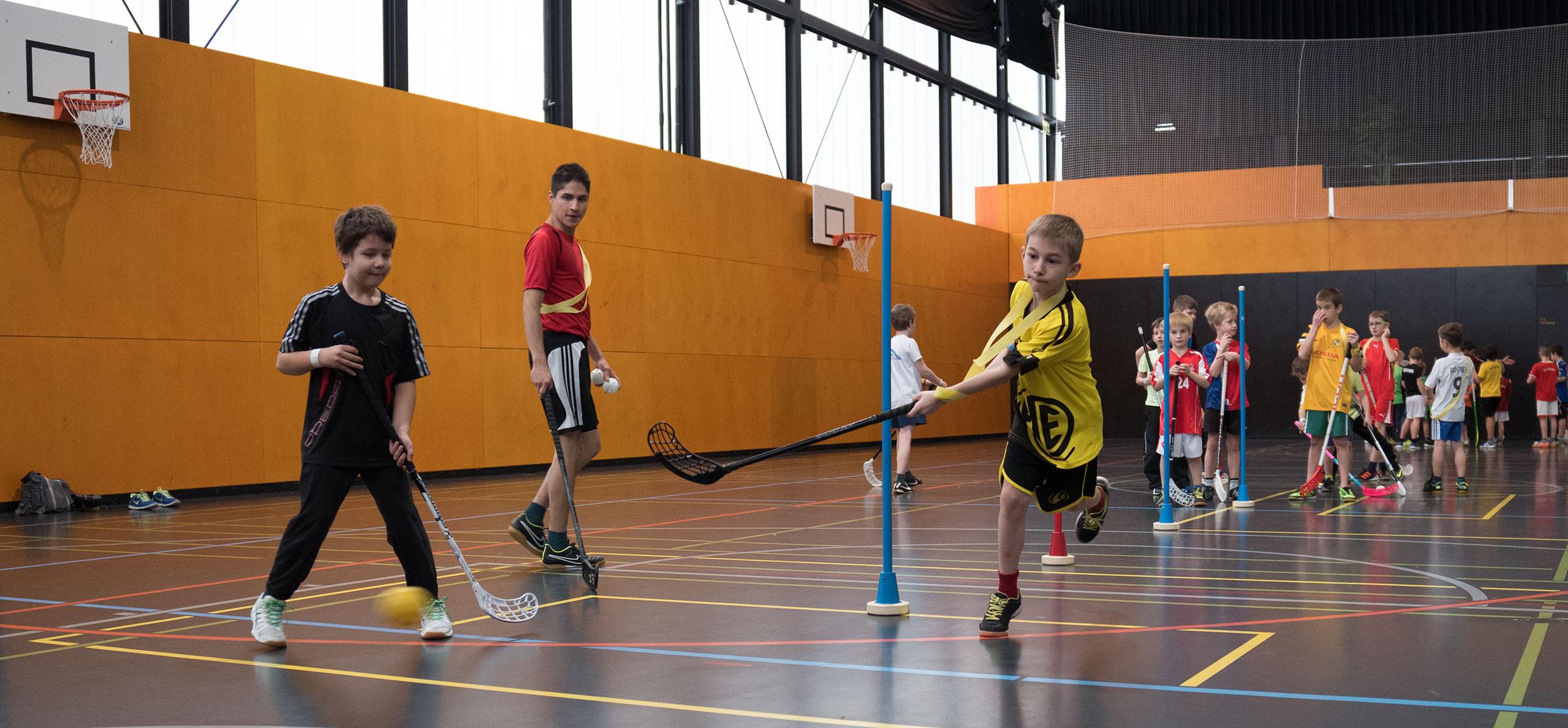 unihockey, fotografiert von peter schäublin fotograf schaffhausen