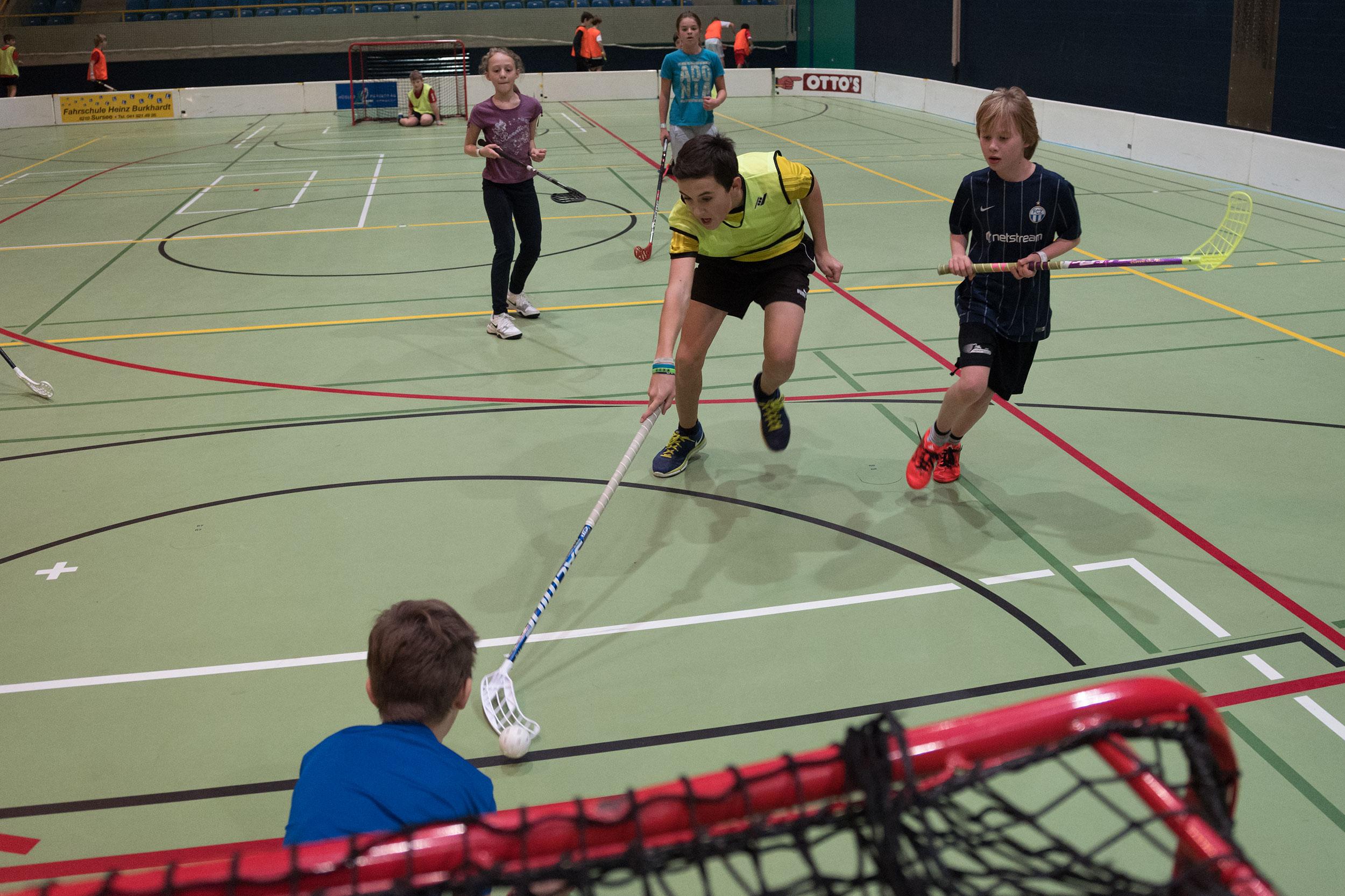 unihockey by peter schäublin, photography schaffhausen
