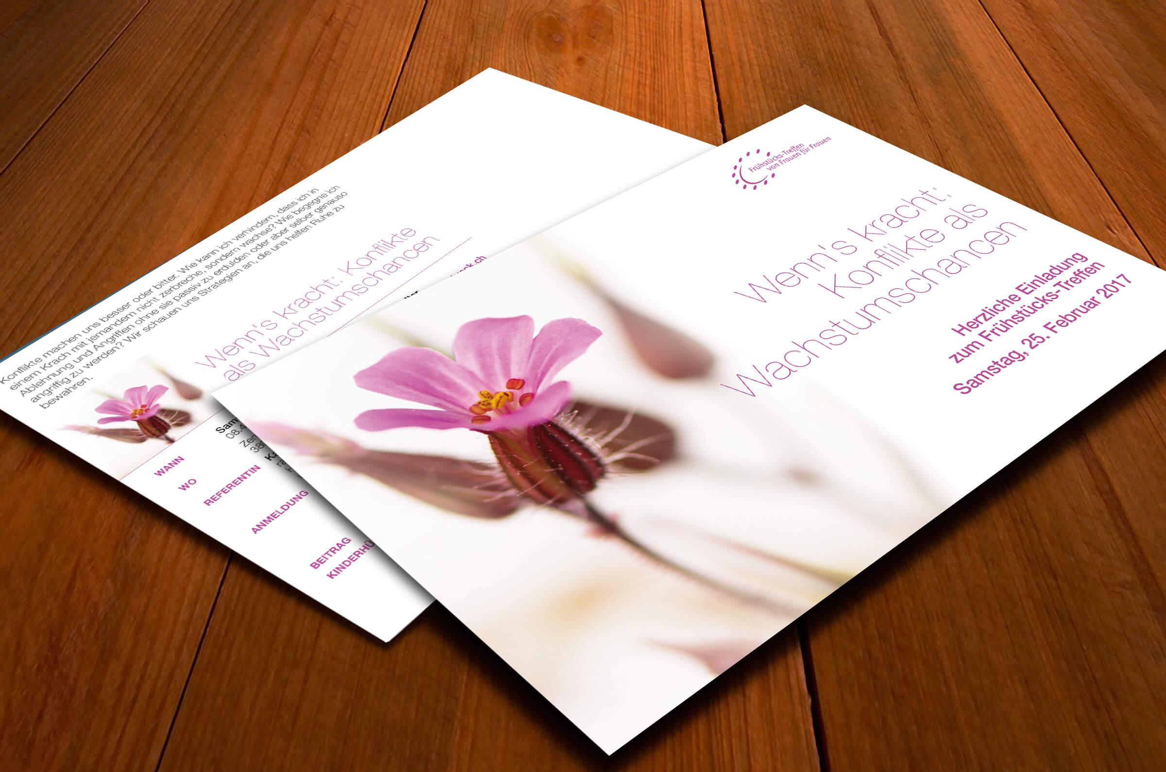 Die finale Version. Bis auf die Blume sind die Gestaltungselemente vom ersten Entwurf weitestgehend übernommen worden.