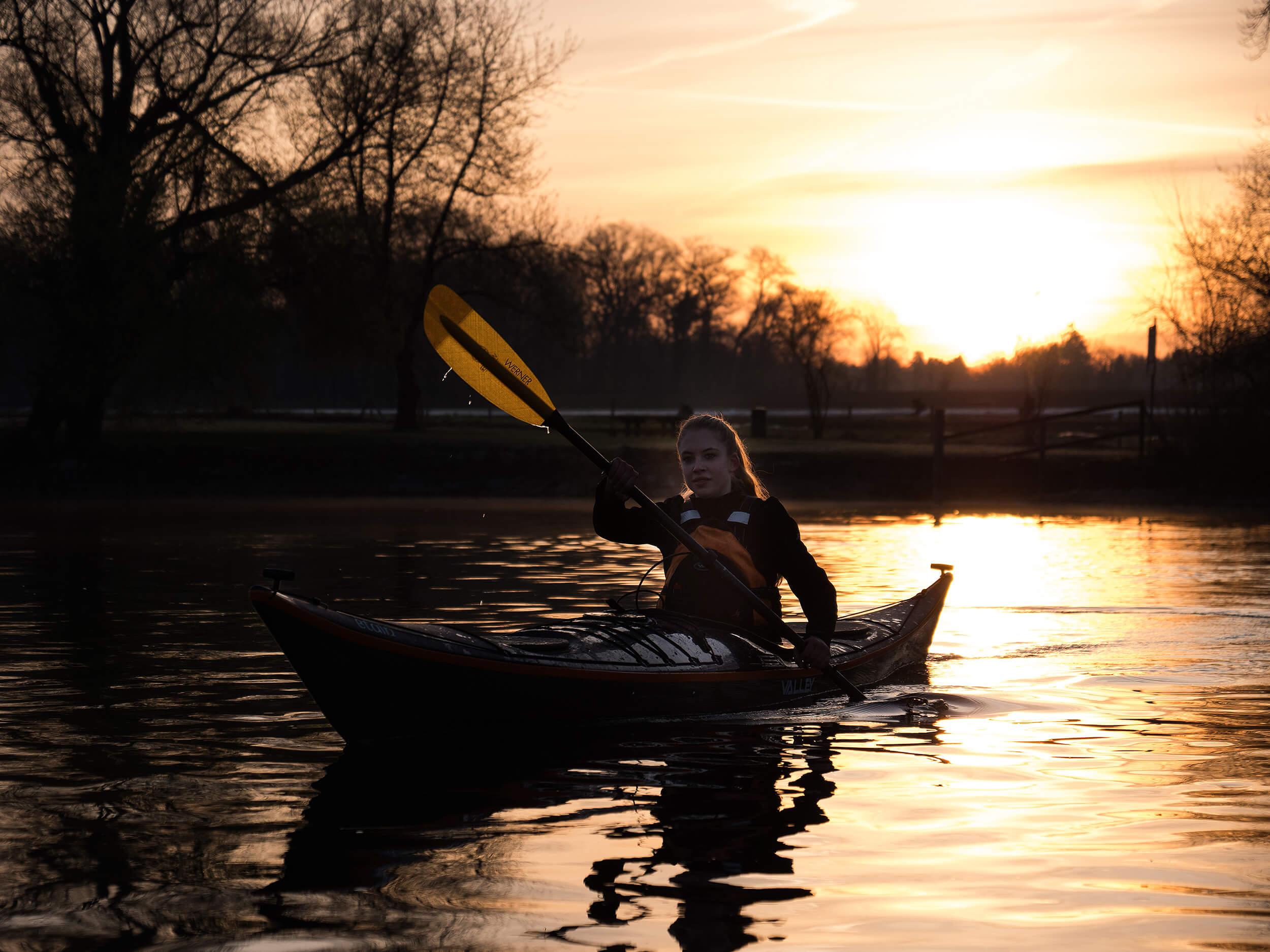 carmen blum im kayak fotografiert von peter schäublin fotograf schaffhausen