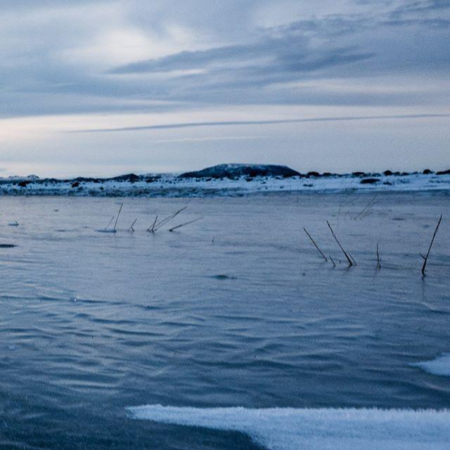 The colors of winter VII-A: #iceland #natureart #snow #winter #winterphotography #winterphotoshoot #naturephotography #leica #leicasl #leicaswitzerland #traveldeeper #artoftheday #triptichon #landscape #lake #ice #zen #frozen