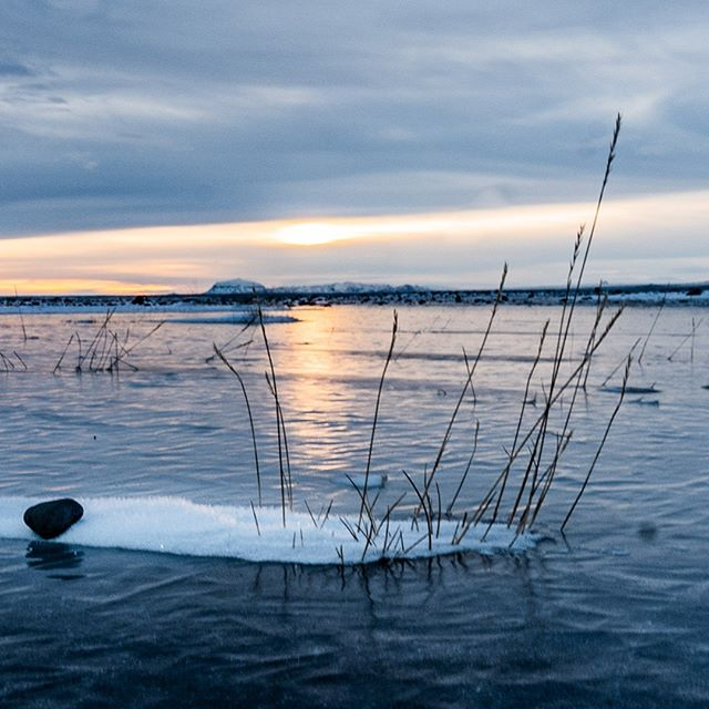The colors of winter VII-B: #iceland #natureart #snow #winter #winterphotography #winterphotoshoot #naturephotography #leica #leicasl #leicaswitzerland #traveldeeper #artoftheday #triptichon #landscape #lake #ice #zen #frozen