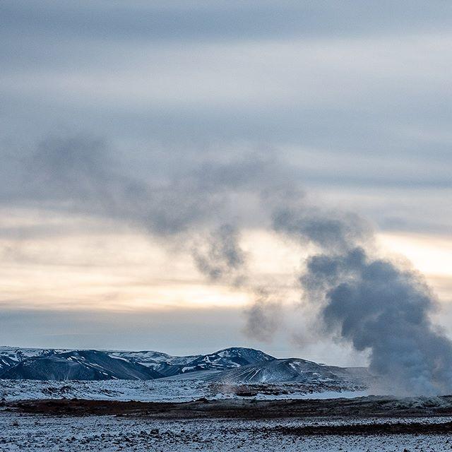 The colors of winter XI-C: #iceland #natureart #snow #winter #winterphotography #winterphotoshoot #naturephotography #leica #leicasl #leicaswitzerland #traveldeeper #artoftheday #landscape #smoke #volcano #triptichon
