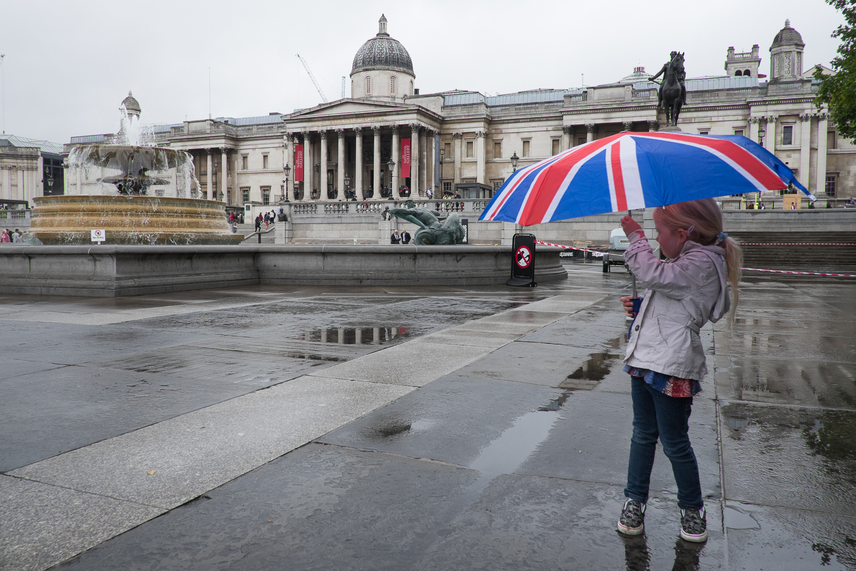 nicolaberryphotography_trafalgar square rain_london.jpg