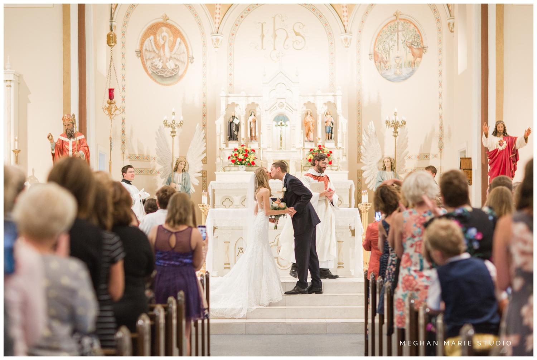 meghan marie studio simple elegant classic catholic wedding_0182.jpg