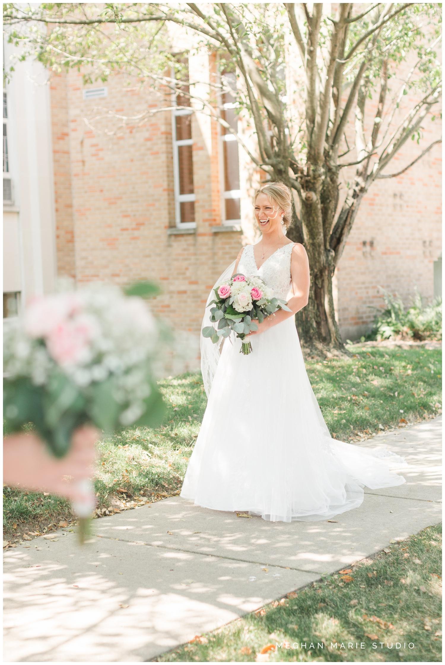 meghan marie studio ohio wedding kyle ahrens msu michigan state basketball spartans navy blush rustic barn soft warm bright bubbles catholic church_0353.jpg