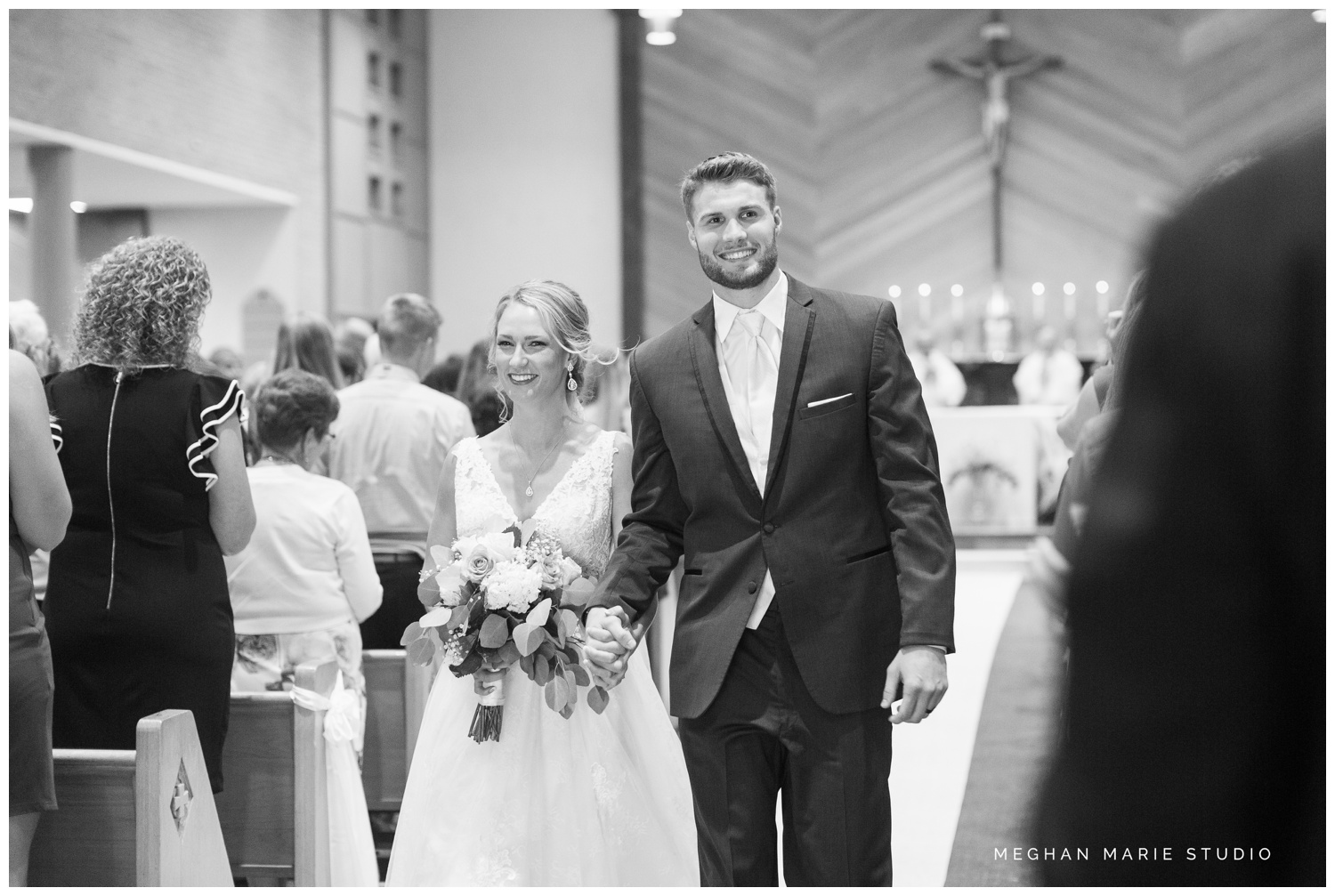 meghan marie studio ohio wedding kyle ahrens msu michigan state basketball spartans navy blush rustic barn soft warm bright bubbles catholic church_0381.jpg