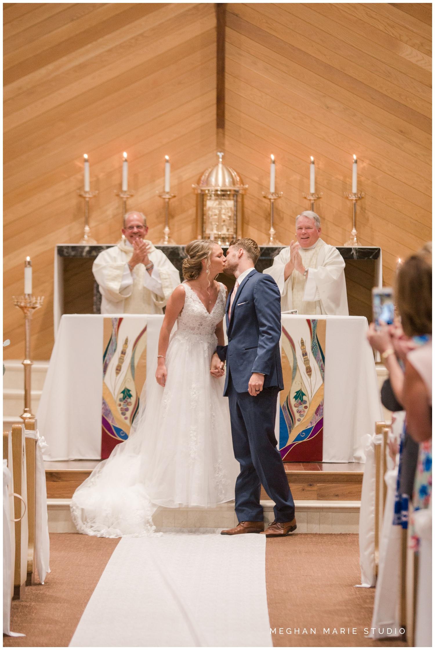 meghan marie studio ohio wedding kyle ahrens msu michigan state basketball spartans navy blush rustic barn soft warm bright bubbles catholic church_0380.jpg