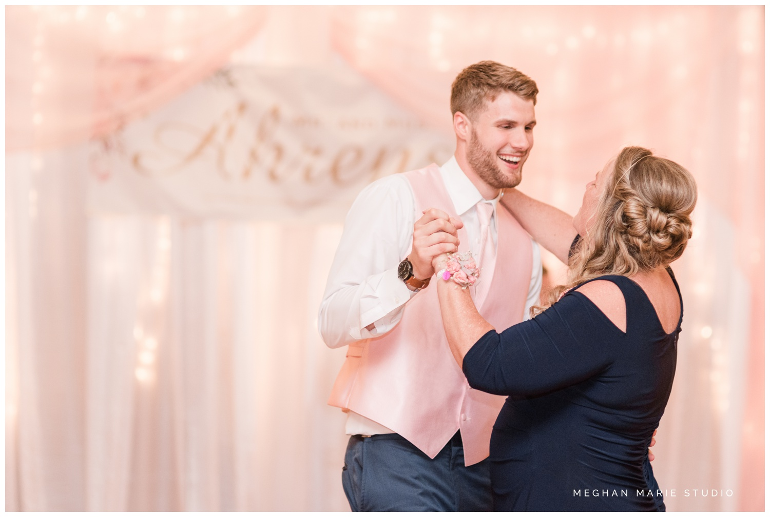 meghan marie studio ohio wedding kyle ahrens msu michigan state basketball spartans navy blush rustic barn soft warm bright bubbles catholic church_0402.jpg