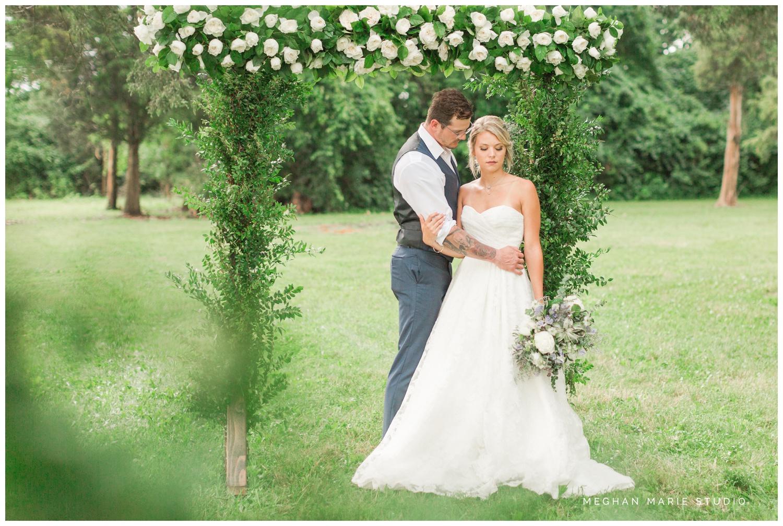 meghan marie studio wedding photographer ohio dayton cincinnati columbus outdoor rural vintage rustic DIY wedding country chic pinterest bridal gown beauty_0677.jpg