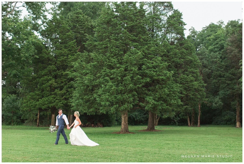 meghan marie studio wedding photographer ohio dayton cincinnati columbus outdoor rural vintage rustic DIY wedding country chic pinterest bridal gown beauty_0680.jpg
