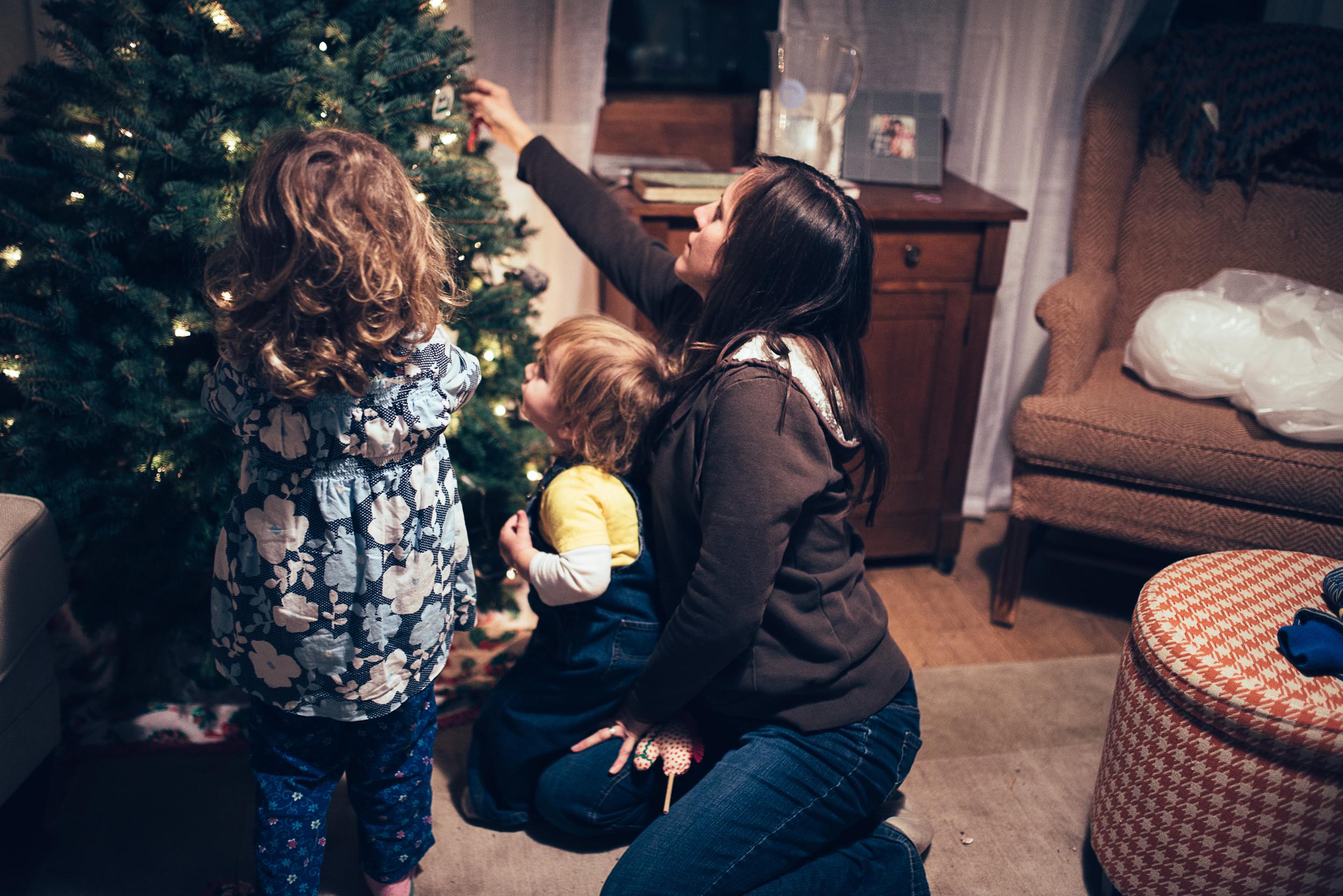 christmas-tree-decorating-4.jpg