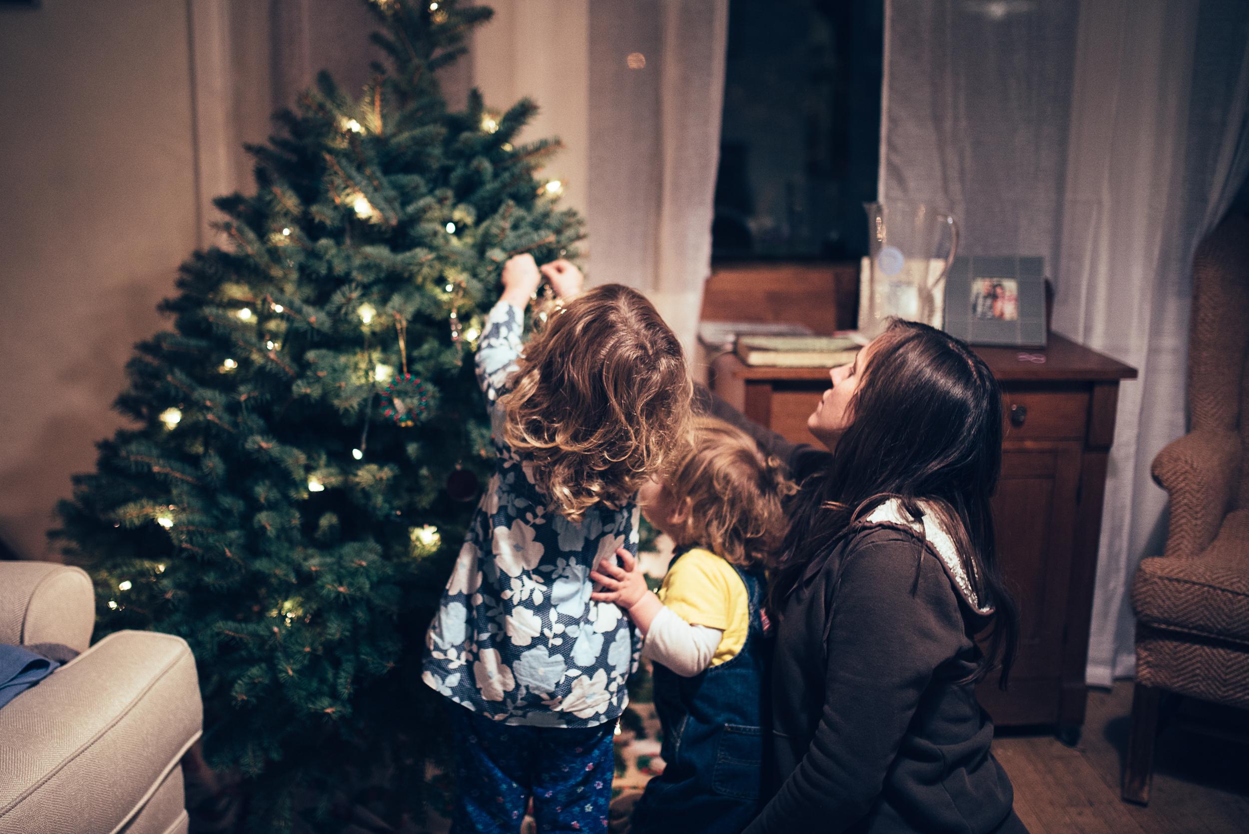 christmas-tree-decorating-5.jpg