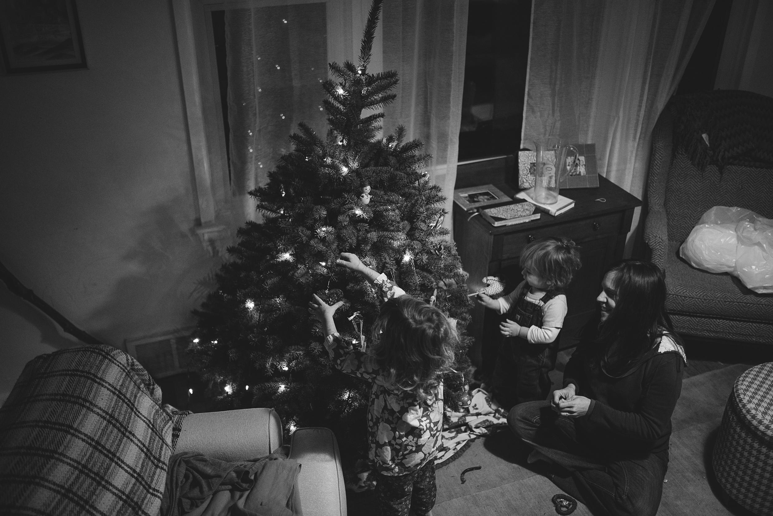christmas-tree-decorating-7.jpg