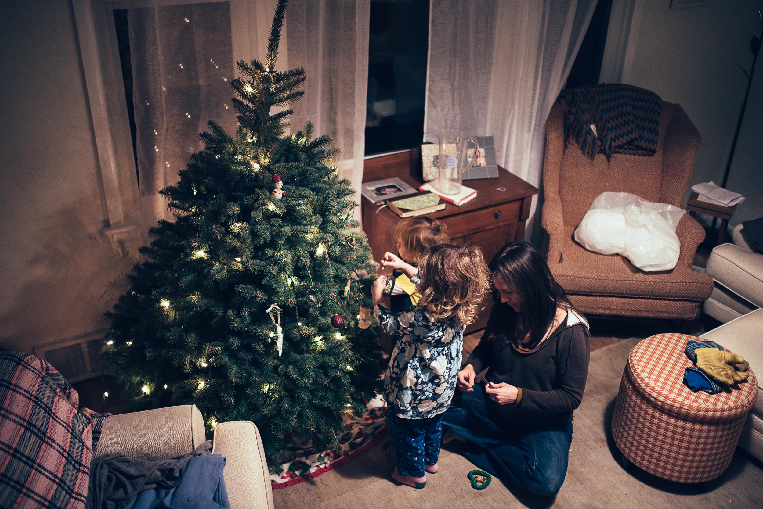 christmas-tree-decorating-6.jpg