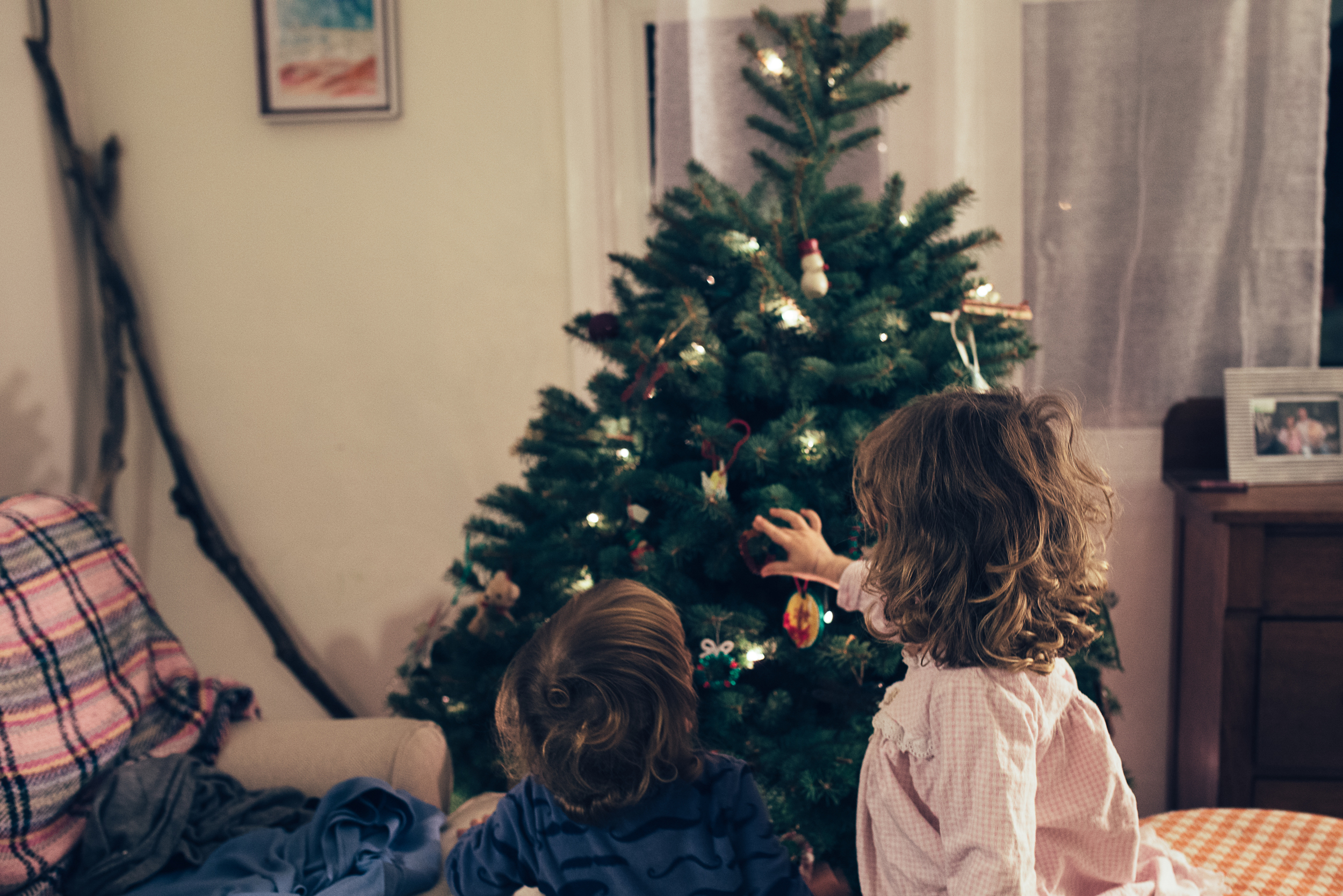 christmas-tree-decorating-8.jpg