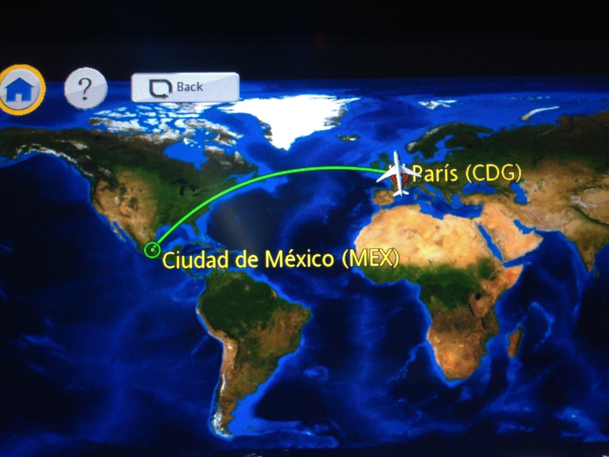il volo… Bologna-Parigi-Città del Messico-San Pedro Sula - 30 GennaioGiorno #1Arrivo a Città del Mexico alle ore 4.30 locali.Attendiamo all'incirca 6 ore per il volo,di connessione per San Pedro Sula. Alle ore 10,30 ci imbarchiamo sul Volo per San Pedro Sula. Alle ore 11,20 take off ...si vola!Ore 13,30 atterriamo finalmente in Honduras, piove ed il cielo è grigio.Lo Staff per il trasferimento è lì ad attenderci. Il pick Up per l'albergo ė pronto. Nel trasferimento verso l'hotel Copan vedo una Città Povera abbandonata a se stessa strade semi distrutte diverse persone in evidente stato di degrado, non molto felici...