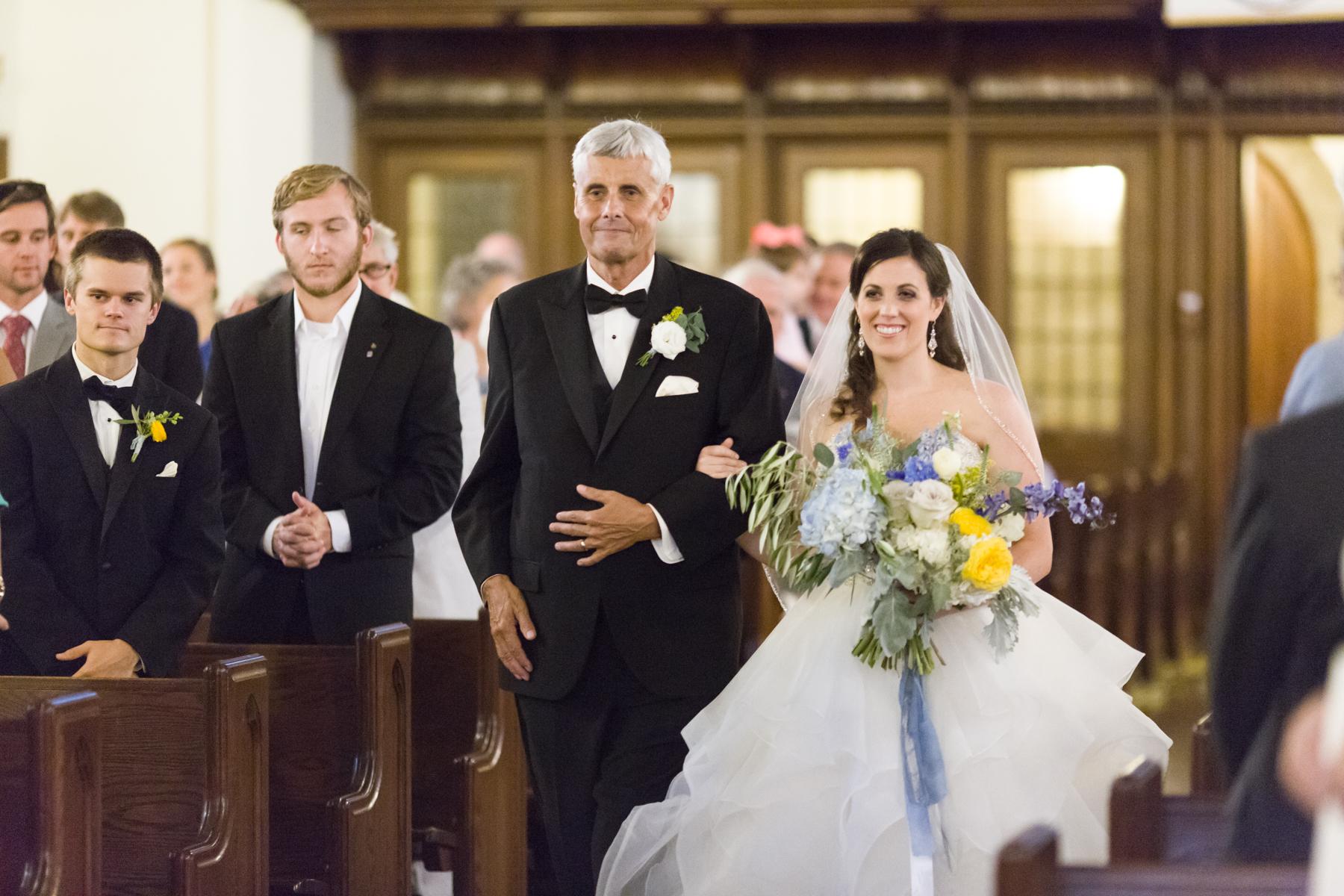 Bride_Going_Dopwn_Aisle