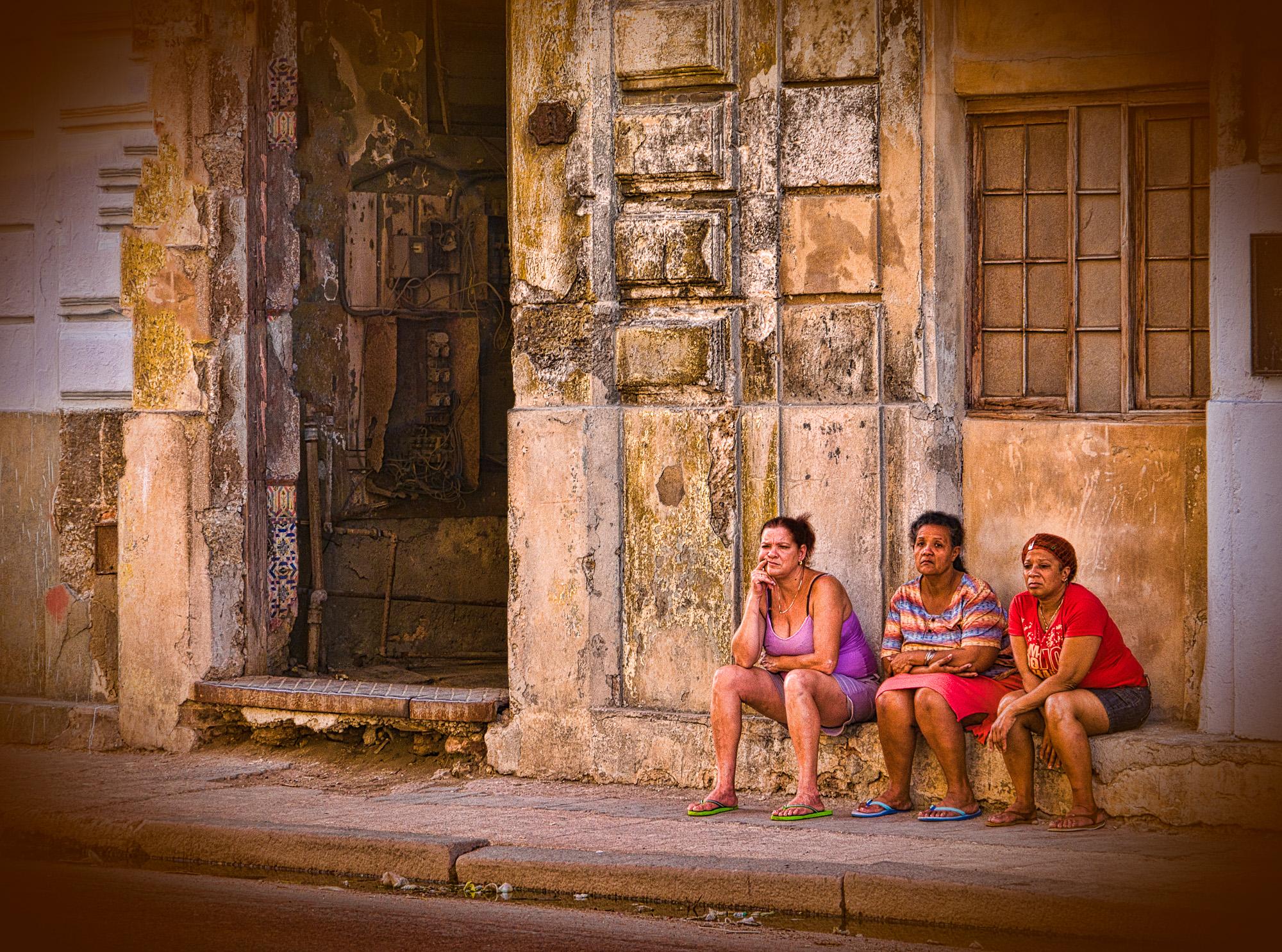 Bill_Barnett_Cuban Women on Street.jpg