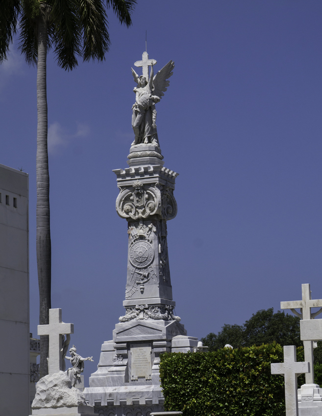 Mike_P1160038 Tallest monument Havana Cemetery Ltr-size.jpg