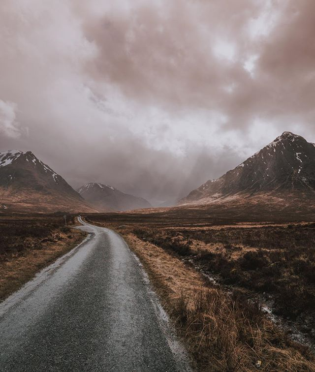 Scotland so far...It DOWN pours about every 30 minutes, then it's blue skies & sunshine. Dogs are allowed in restaurants (in the country anyway) & driving on the opposite side of the road is absolutely terrifying. #scotland #travel #glt #gltlove #sony #sonyalpha #wanderlust #lovescotland #thisisscotland #visitscotland