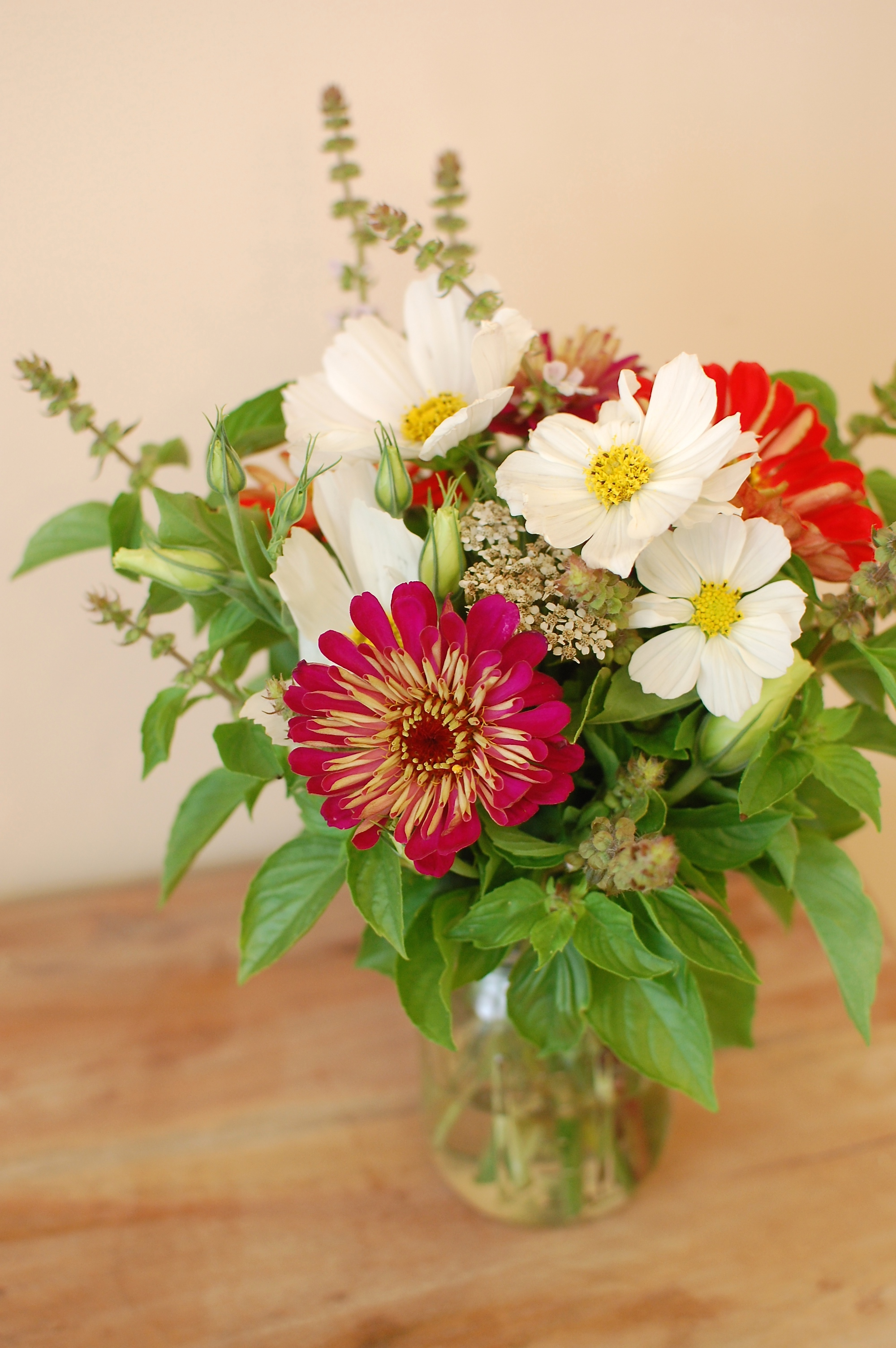 I know, I know...again with the mason jar. It just goes so perfectly with these summer flowers!