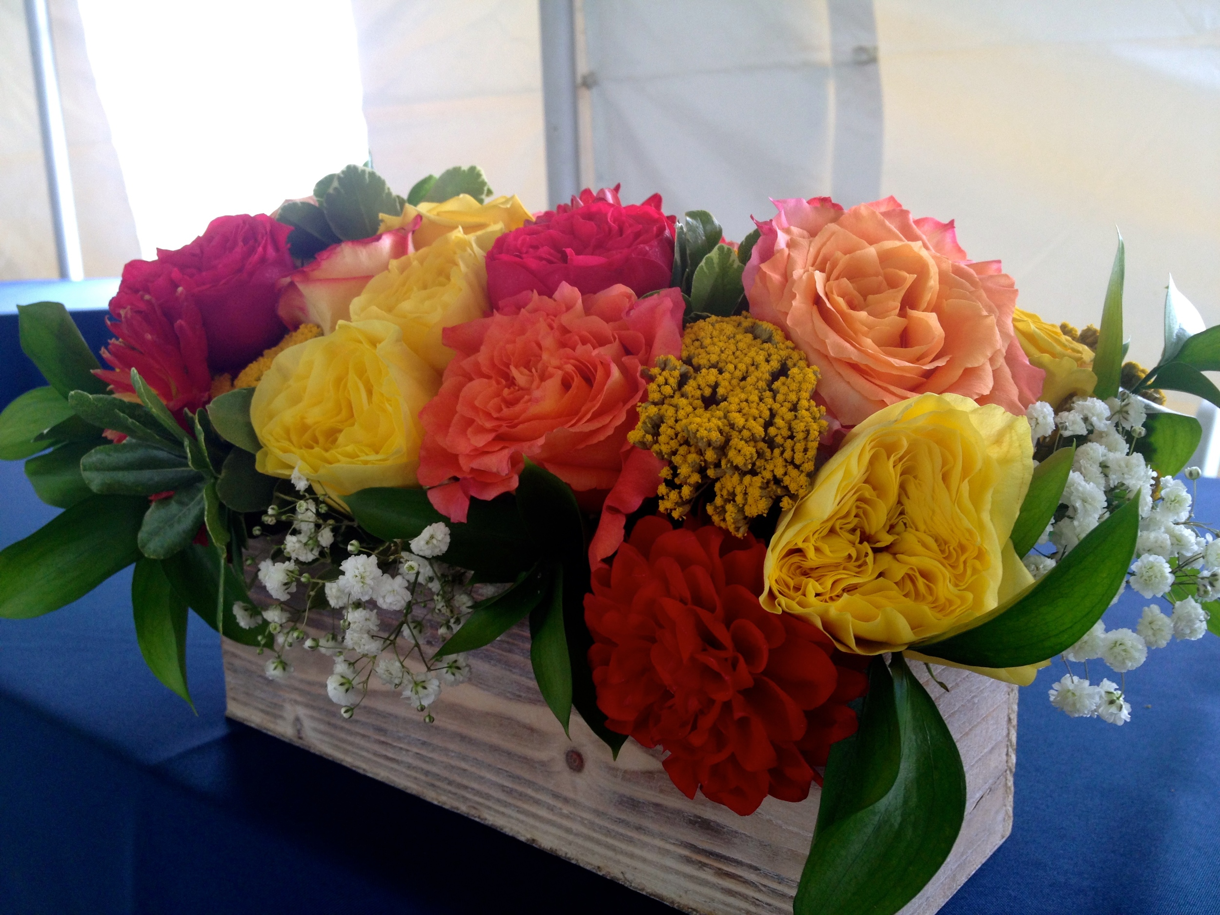 A close up of the head table flowers